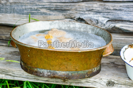 herramienta madera marron aspero cosecha lavar
