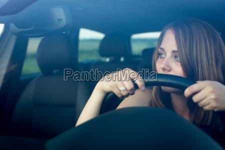 paseo viaje femenino trafico coche carro