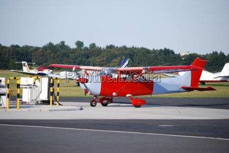 avion de linea palido avion rojo