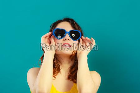 mujer azul dulce moda color de