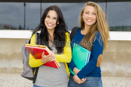 estudiantes hermosas y felices