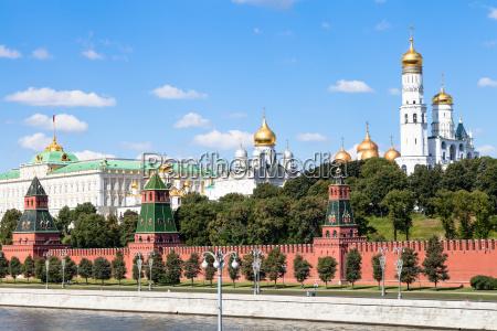 catedrales y palacio de estado en