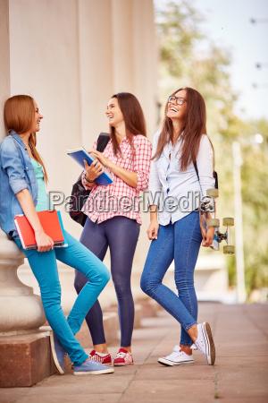 chicas por la universidad
