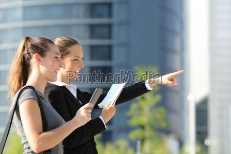 mujeres hotel direccion negocios trabajo mano