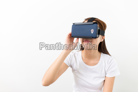 asian woman experience virtual reality on