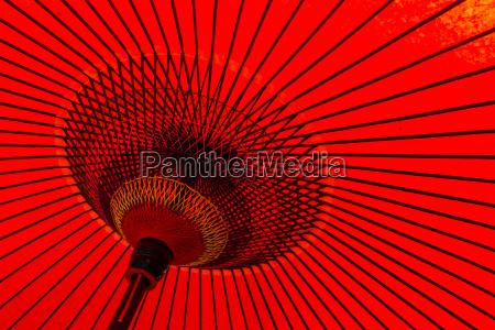 paraguas rojo tradicional japones