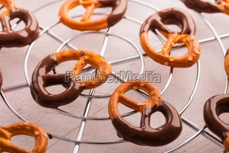 pretzel con sal y chocolate
