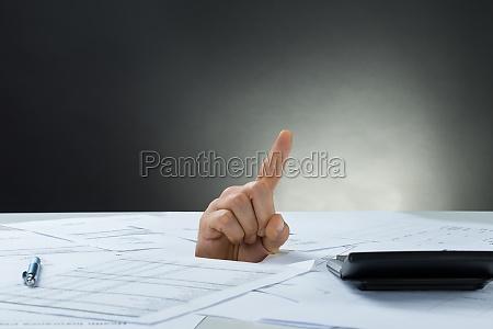 la mano del hombre de negocios