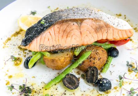 pesto de filete de salmon a