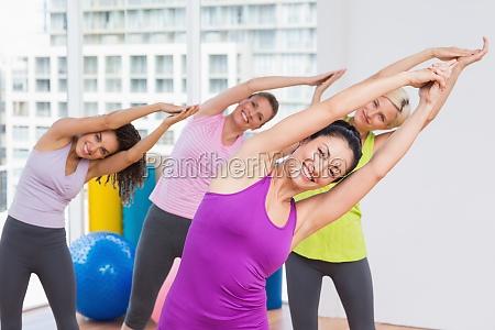 mujer movimiento en movimiento risilla sonrisas