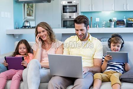 mujer casa construccion portatil computadoras computadora