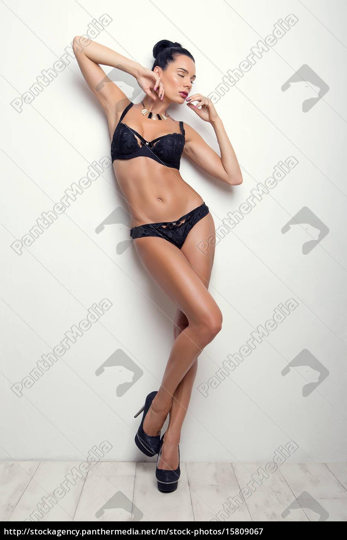 elegante, pose, sexy, chica, morena, en - 15809067