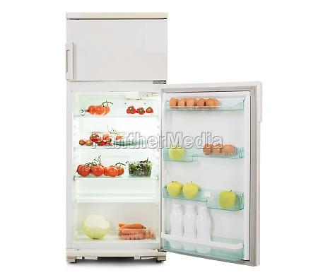 refrigerador abierto lleno de alimento fresco