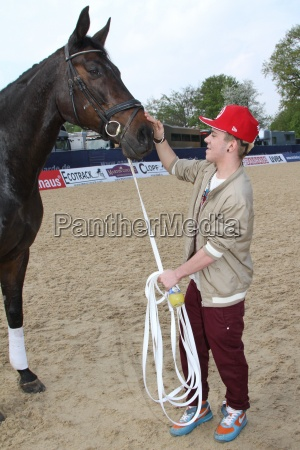 deporte deportes caballo caballos hamburgo sentarse