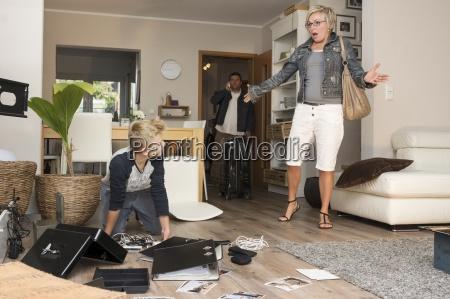 mujer seriedad personas gente hombre movimiento