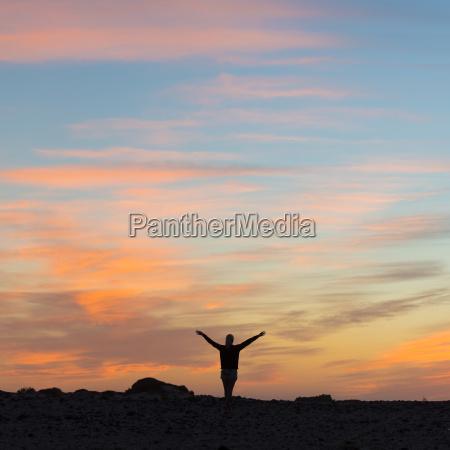 mujer luz pensativo paseo viaje dios