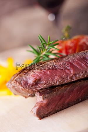 bistec, a, la, plancha, con, patatas - 16342355