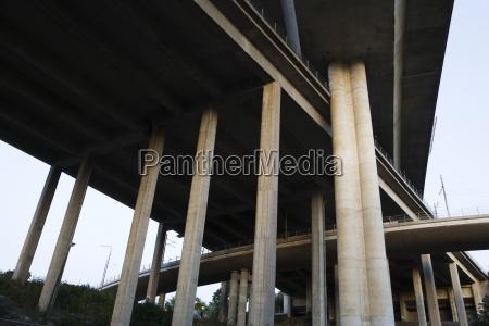 columnas de carretera elevada
