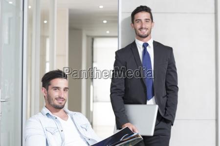 personas gente hombre oficina portatil computadoras