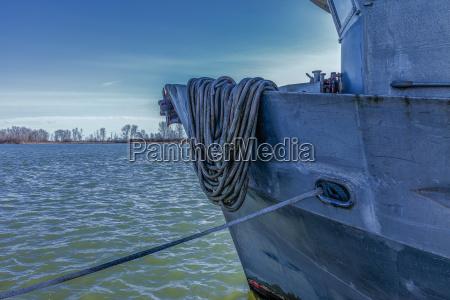 embarcacion amarrada
