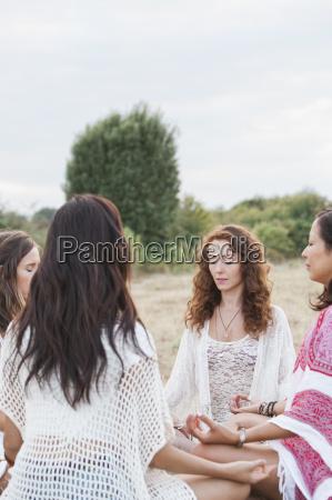 amistad caucasico europeo equilibrio feminidad conexion