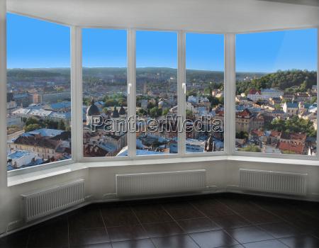 ventana moderna con vista a lviv