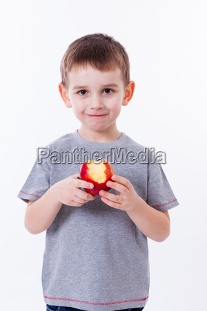 pequenyo ninyo con la comida aislada