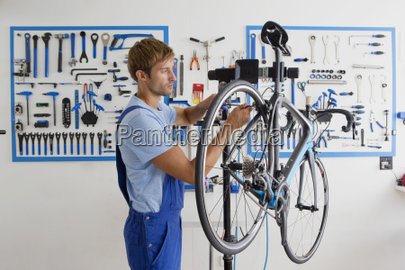tecnico de ciclo reparacion de bicicletas