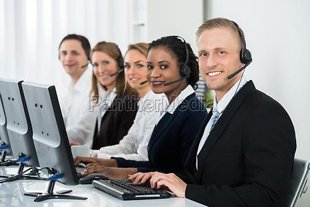 empresarios que trabajan en call center