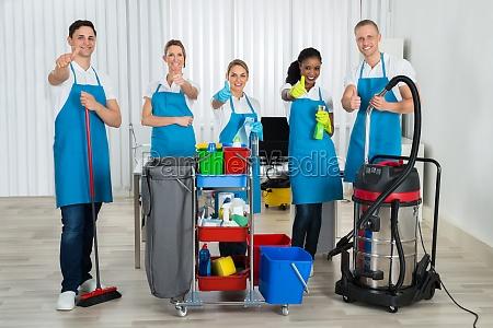 negro uniforme vigilante conserje limpiador grupo