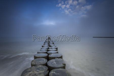 groynes en el mar baltico y