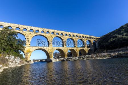 pont du gard es un antiguo