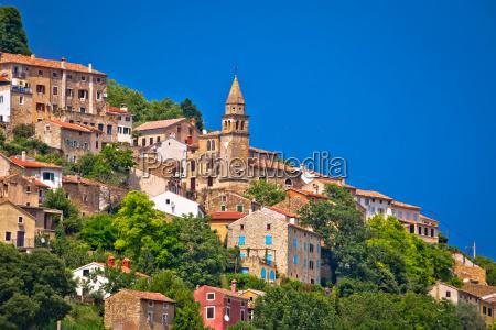 ciudad de motovun antigua arquitectura mediterranea
