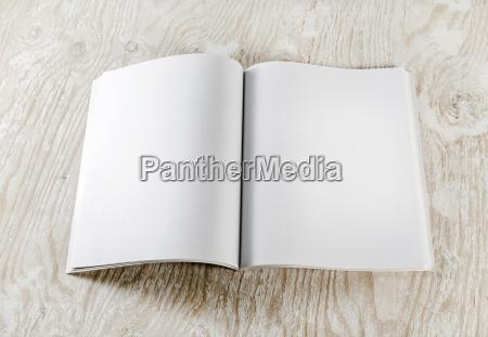 folleto educacion en blanco revista imitacion