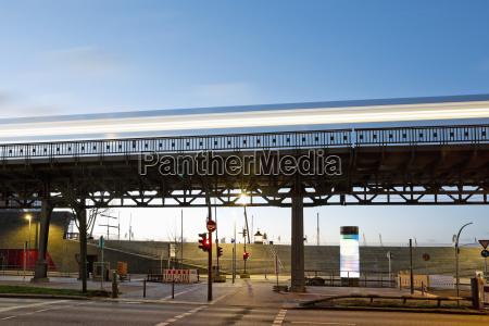 tren vehiculo transporte paseo viaje puente