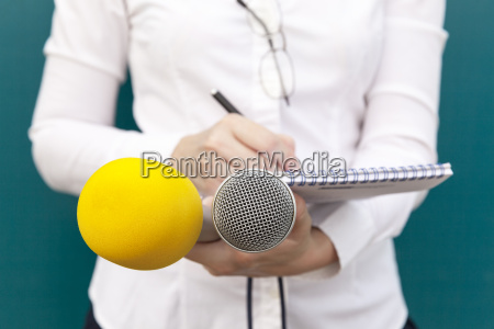 reportero en el evento de los
