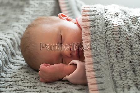 bebe ninya durmiendo