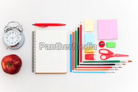 conjunto escolar con cuadernos lapices pincel