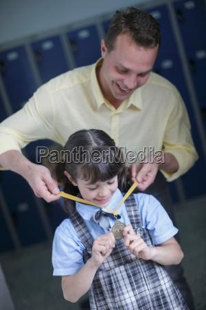 personas gente hombre risilla sonrisas profesor