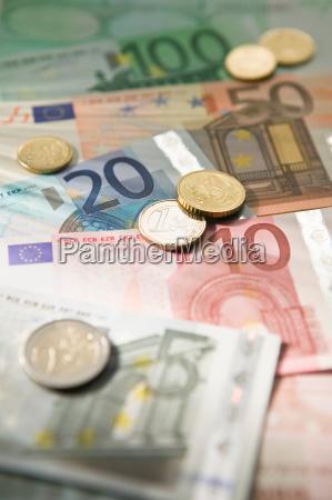moneda euro y monedas