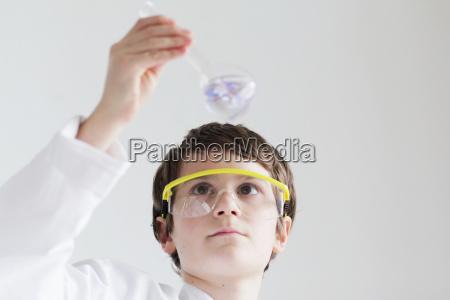 educacion primer plano liquido experimento ciencia