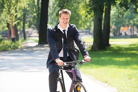 equitacion hombre de negocios adulto adultos