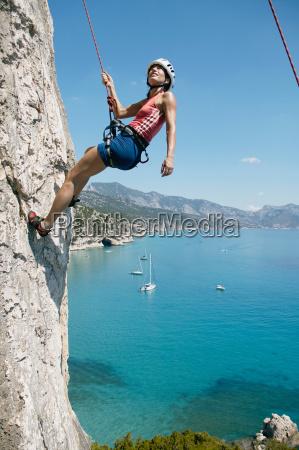 mujer, escalada, en, roca, bahía, en, el - 18273536