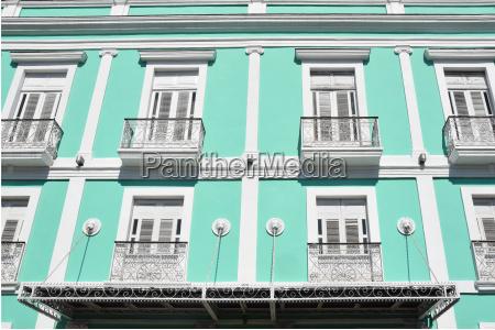 ventana colorido casco antiguo fachada balcones