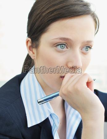mujeres de negocios profundas en el