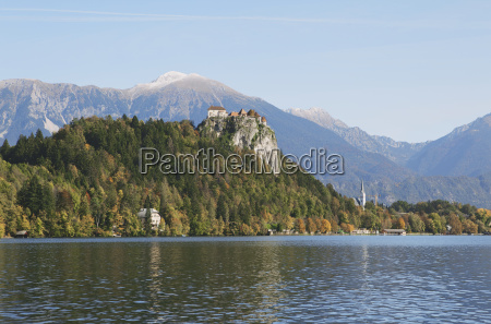 vista de fortaleza lago bled eslovenia