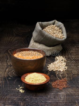 naturaleza muerta comida madera marron grano
