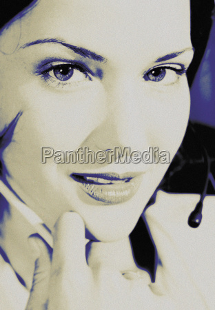 mujer risilla sonrisas secretario primer plano
