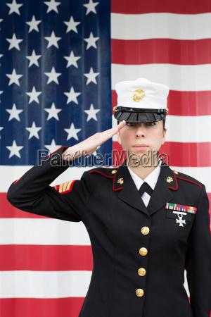 mujer primer plano uniforme al aire