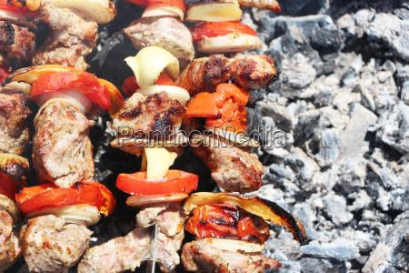 carne a la parrilla ceniza vegetal